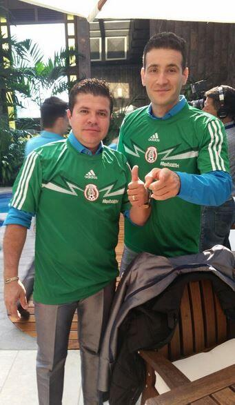 Jorge Medina  Qué mejor manera de expresar el amor por México que portan...