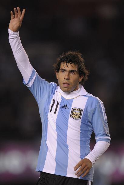 Nombrado mejor futbolista sudamericano en 2003, 2004 y 2005 en la encues...