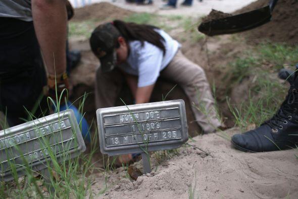 Tan sólo en 2012, unos 129 inmigrantes murieron en el condado Brooks, en...