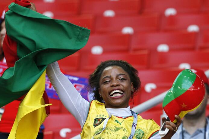 Belleza, alegría y hermandad, así vivieron los aficionados el Camerún-Ch...