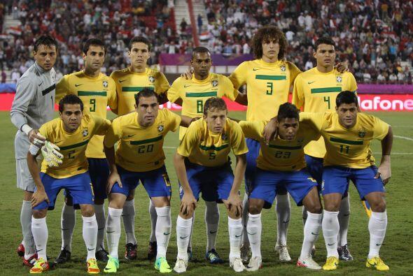 Este fue el once que presentó el 'scratch du oro': Diego Alves; Thiago S...