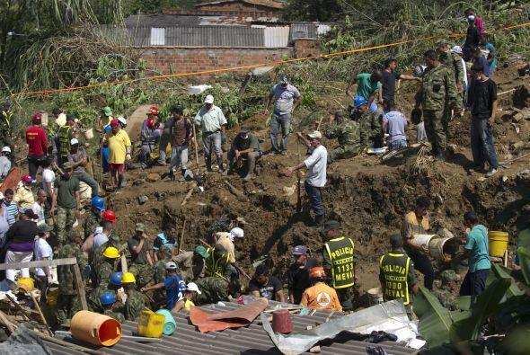 La tarde del domingo, Colombia sufrió la tragedia de un deslave,...
