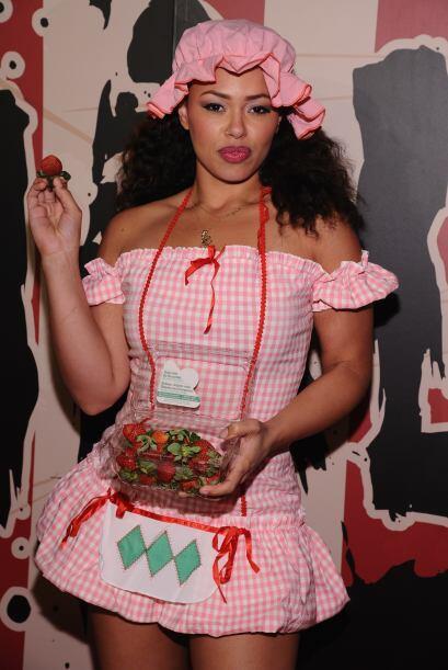 Esta inocente vendedora de fresas es la cantante Elle Varner.