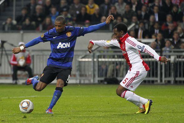 Pero llegó el primer gol del partido después de una serie de disparos al...