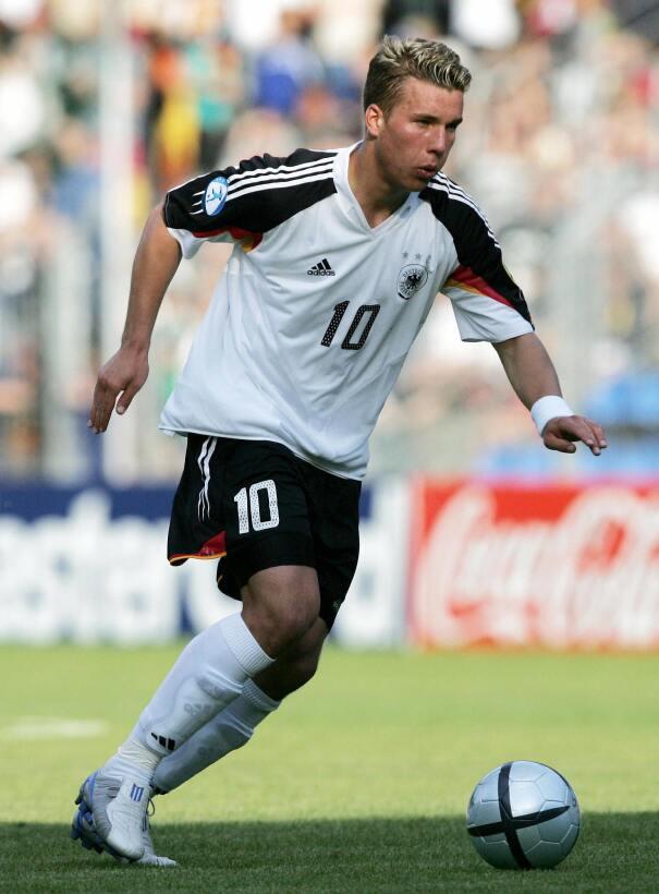 Misterio Podolski: con clubes era Clark Kent; y con Alemania, Superman 5...
