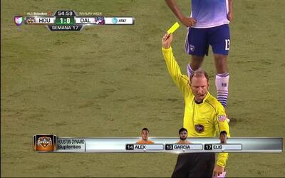 Tarjeta amarilla. El árbitro amonesta a Atiba Harris de FC Dallas
