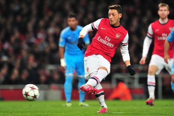 Penalti a favor de los ingleses y Mesut Özil era el elegido para ejecuta...