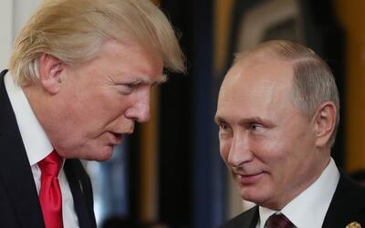 Donald Trump conversó con el presidente ruso Vladimir Putin duran...