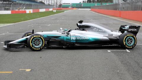 Mercedes muestra el W08, su nuevo monoplaza de Fórmula 1