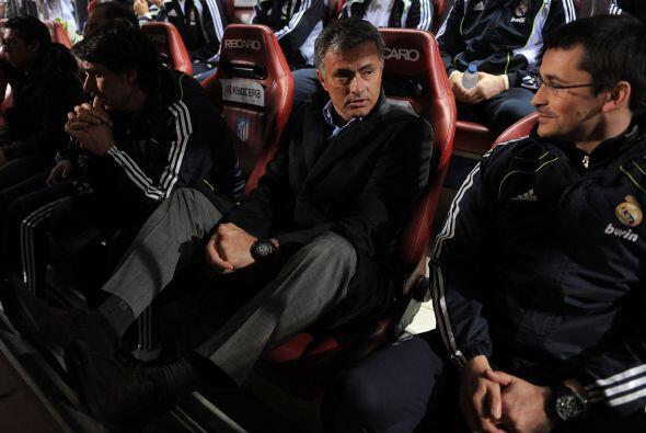 ¿Qué no le enseñaron al bueno de Mourinho que no debe subir los pies y m...
