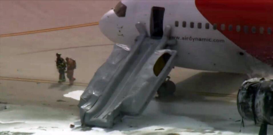 Se incendia avión en aeropuerto de Fort Lauderdale