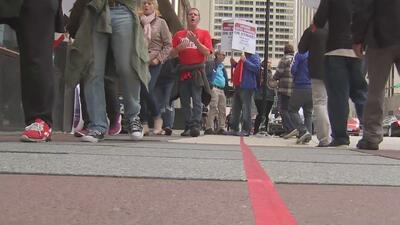 La huelga de los trabajadores de hoteles en Chicago cumple su segundo día
