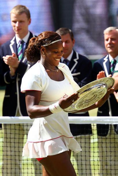 Aunque ya tenía tres de estas preciadas charolas, Serena no dejó de admi...