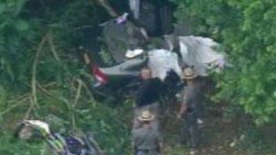 Tres jovenes perdieron la vida luego que su auto se saliera de la autopi...