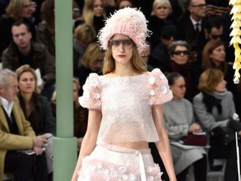 Una vez más el diseñador Karl Lagerfeld dejó a todo...