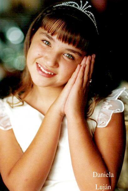 A los ocho años, Daniela interpretó a la titular Luz Clarita, que era un...