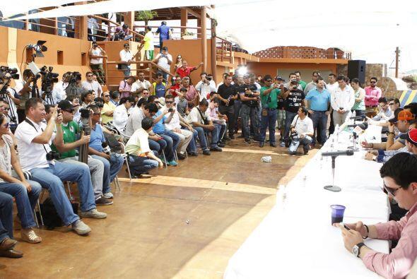 Decenas de medios de comunicación se dieron cita en el Puerto de Topolob...