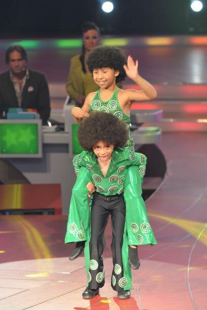 Alexa y Aoky sacaron sus mejores pasos de baile con música disco.