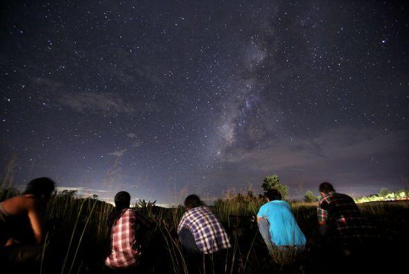 Como parecen salir de una constelación específica al mirar el cielo se l...