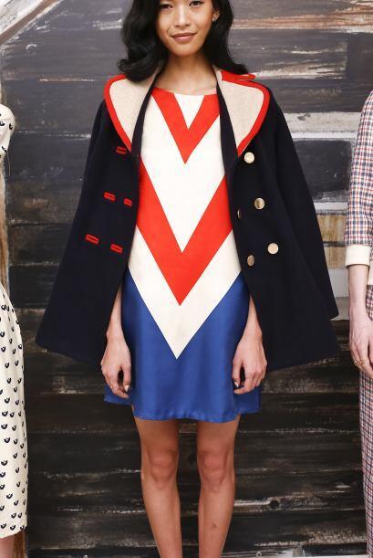 También puedes encontrar vestidos que combinen los tres colores,...