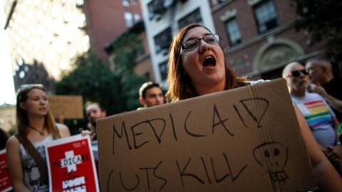 Manifestación a favor de mantener los fondos para Medicaid el pas...