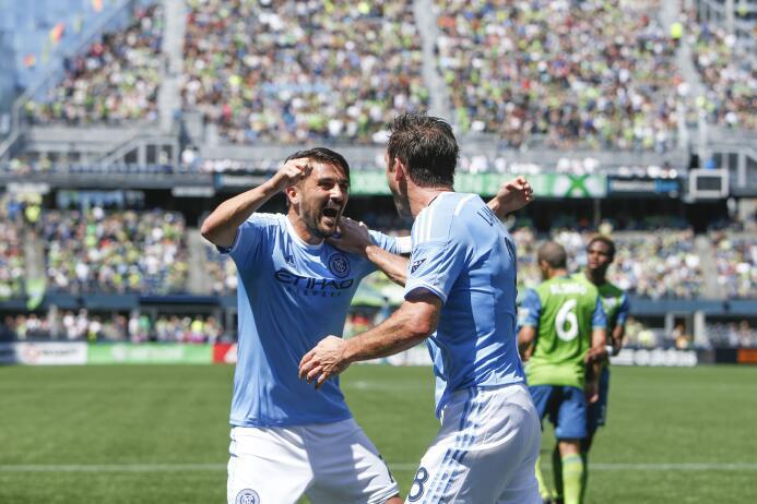 Frank Lampard y David Villa celebran un gol en NYCFC