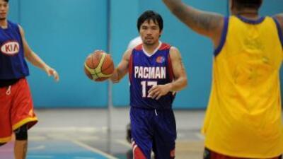 Manny Pacquiao por fin debutó como basquetbolista profesional.