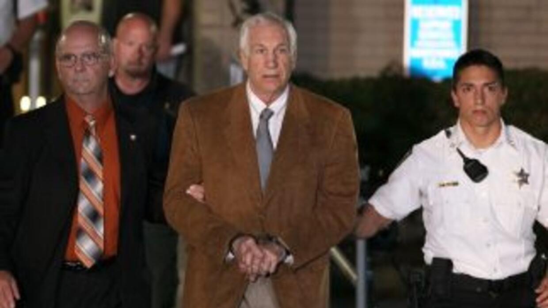 Un jurado en Pensilvania encontró culpable Jerry Sandusky de 45 de cargo...
