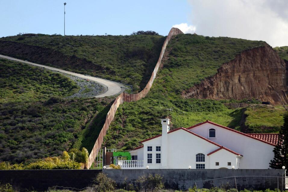 """""""Hay zonas de la frontera en las que o trabajas para la Border Patrol o..."""
