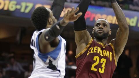 LeBron James anotó 27 puntos.