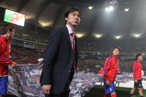 Hong Myung Bo. Director técnico. Fecha de nacimiento: 12 de febrero de 1...
