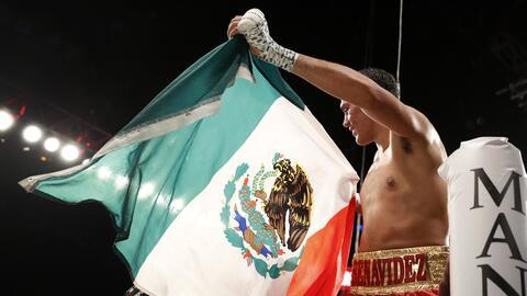 Benavidez es el campeón más jóven en la historia de los supermedianos.