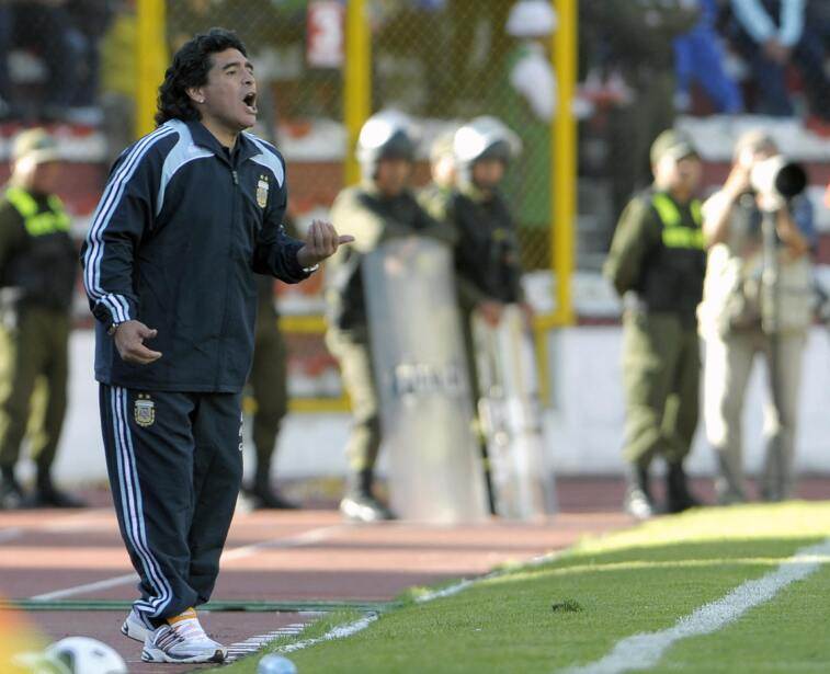Thiago Silva es baja de Brasil para enfrentar a Chile gettyimages-857566...