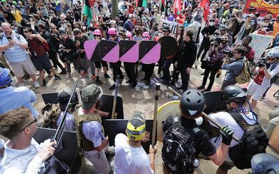 Enfrentamientos entre manifestantes en Charlottesville