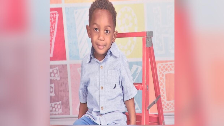 Raymond Pryer, de 3 años, murió tras haber sido olvidado e...