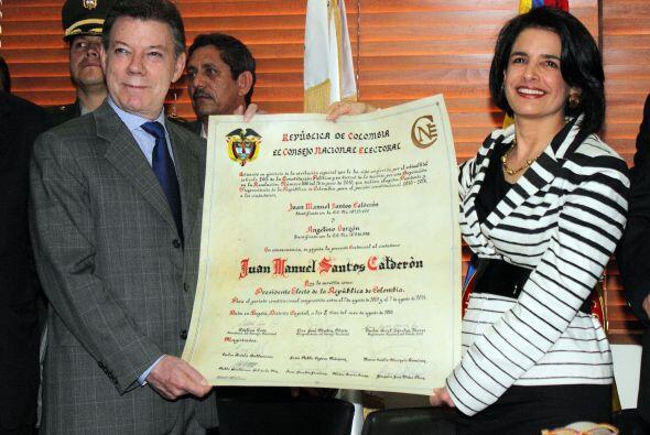 Juan Manuel Santos recibió la constancia que lo acredita como pre...