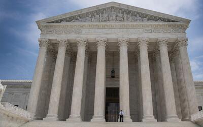 Corte Suprema restituye por tres meses veto a viajeros de seis países mu...