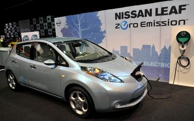 Conozca los incentivos financieros que puede recibir por usar autos eléc...