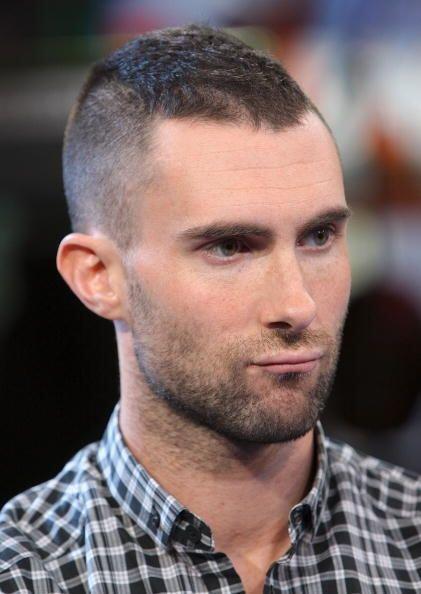 Pero este hombre no sólo  juega y prueba 'looks'  con la barba &i...