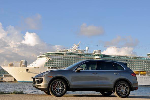 Frente al puerto de Miami, de donde salen los cruceros para pasear por e...