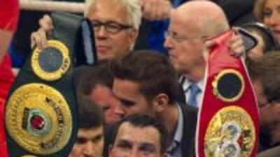Klitschko, monarca pesado de la FIB y de la OMB, venció por decisión uná...