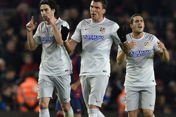 Desde el manchón de penalti, Mandzukic cobró al centro y c...