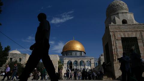 La  ciudad sagrada para musulmanes, cristianos y judios es disputada por...