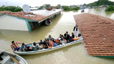 Residents of Villahermosa (Tabasco) rescued by the Mexican Navy, Novembe...