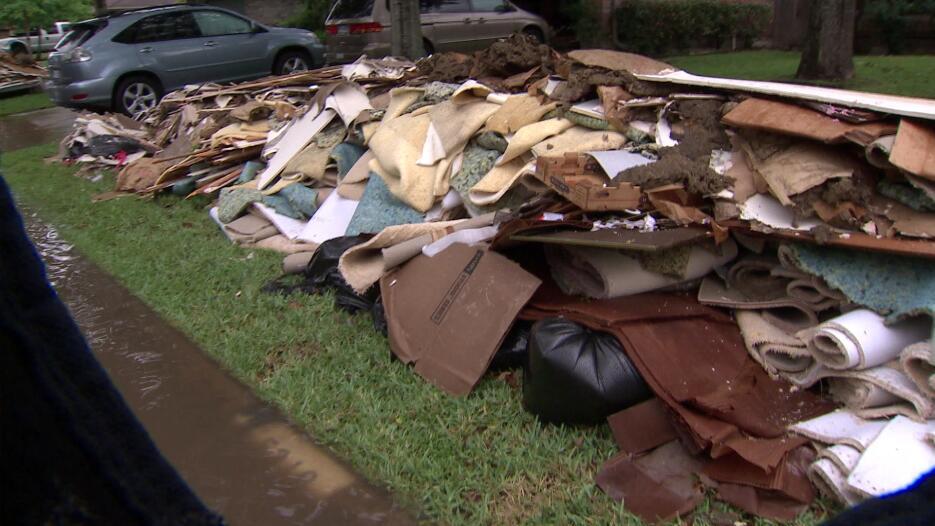 Inundaciones y escombros Addicks y Meyerland
