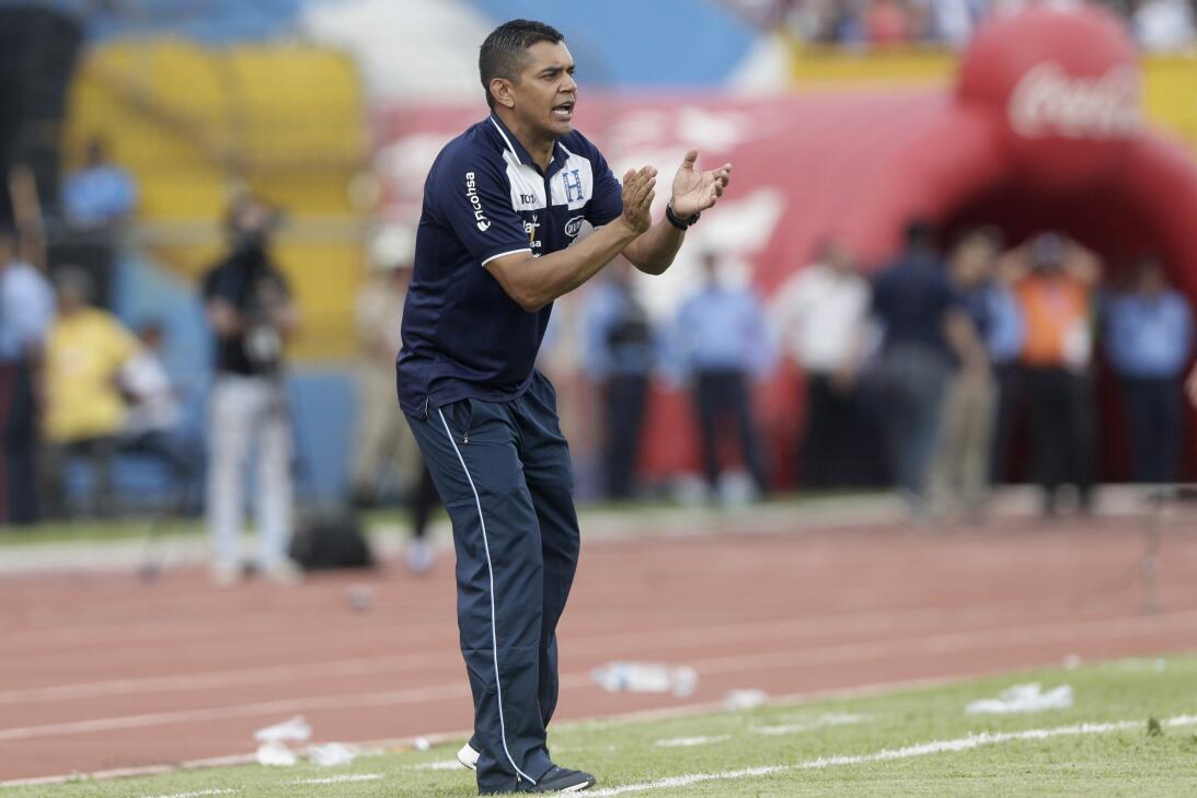 Panamá venció a Honduras en el duelo de técnicos colombianos AP_77706221...