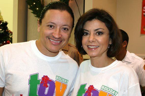 Elvis Crespo también asistió al evento y repartió sonrisas.