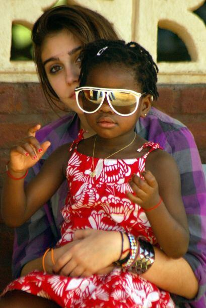 En 2010, junto a su hermana mayor Lourdes. Mira aquí los videos más chis...