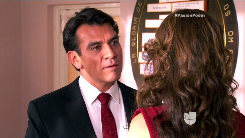¡Julia y Arturo ya no pueden ocultar su amor! E010F0F7714D4F44A46B8A6F5F...