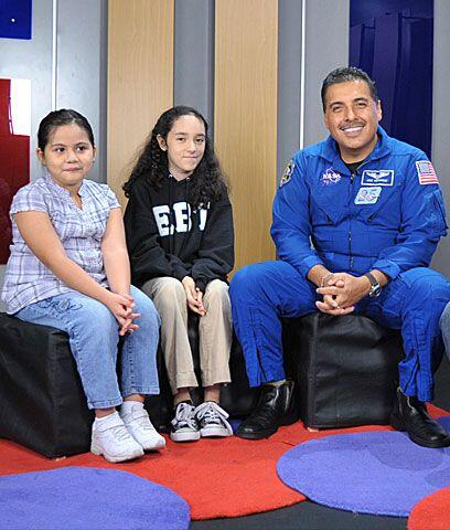 Univision.com invitó a un grupo de niñitas a que entrevist...